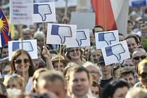 Demonstrace proti Zemanovi a Babišovi na Václavském náměstí.