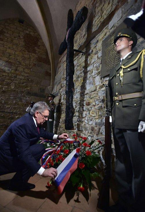 Ruský velvyslanec v ČR Alexandr Zmejevskij položil 5. května 2018 věnec obětem povstání v květnu 1945 ve Staroměstské radnici.