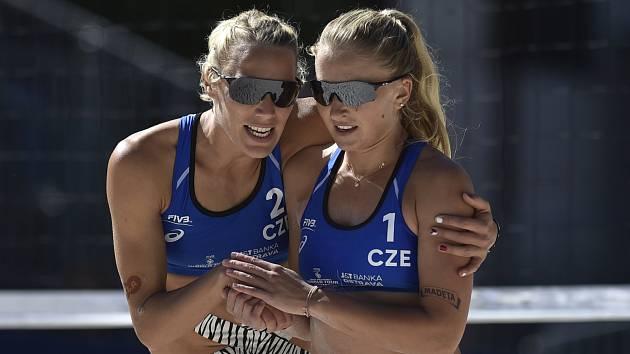 Michaely Kvapilová (vlevo) a Kubíčková.