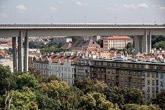 Čtvrť Nusle 17. srpna v Praze. Nusle, Folimanka, Nuselský most, bydlení, činžák, činžovní dům