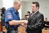 Výjimečný trest v délce 25 let potvrdil Vrchní soud v Praze 25letému Jiřímu Fundovi, který letos 6. ledna zavraždil v bytě ve Vratislavově ulici pod Vyšehradem svou známou – 21letou dívku, která zpívala v jeho začínající kapele.