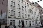 Jeden z bytových domů v ulici Na Slupi v Praze 2.