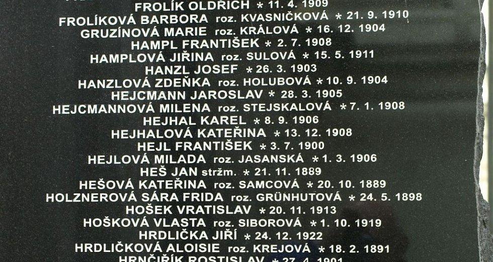 Jména rodičů Evy Merclové na seznamu obětí heydrichiády.