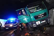 Nehoda nákladního vozu uzavřela Strahovský tunel.