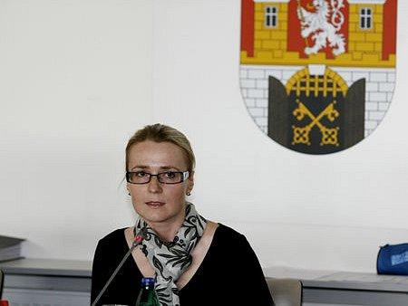 ZASEDÁNÍ ZASTUPITELSTVA. Starostka druhé městské části Jana Černochová je ve funkci již několik let.