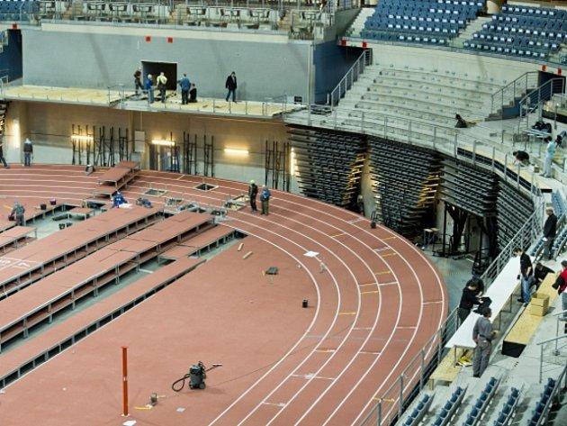 Příprava atletického mistrovství Evropy v pražské O2 areně.