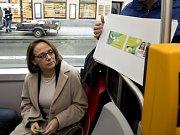 Pražská primátorka Adriana Krnáčová představila novou kartu pro Městskou hromadnou dopravu v Praze, která nahradí opencard a bude se jmenovat Lítačka. Pro tento název se v průzkumu, který si magistrát zadal, vyslovilo 52,56 procenta lidí.