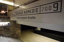 Díky neudělení dotací reálně hrozí Divadlu Komedie Pražskému komornímu divadlu zavření.