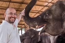 Ředitel Zoo Praha Miroslav Bobek s Janitou.