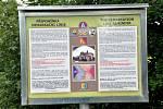 Informační tabule na Zátavském mostě, jejímž autorem je Richard Praus.