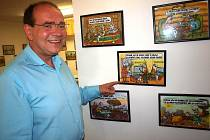Vzadu v kanceláři vedle několika tiskáren má majitel Oto Kronrád galerii kreslených vtipů od svého oblíbeného autora. Několik je vytvořeno i na přání na téma seznamování.