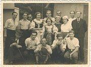 Ochotnický divadelní spolek 1935. Od roku 1921 do roku 1955 sehráli ochotníci více než 150 divadelních představení. Návštěvnost bývala kolem 100 až 400 diváků.
