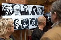 Signatáři a další osobnosti disentu se sešli v pražské Lucerně na oslavě 40. výročí Charty 77.