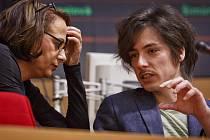Protivníci, potom spojenci. Po odvolání Matěje Stropnického je nyní čím dál nejistější i pozice Adriany Krnáčové jako primátorky.