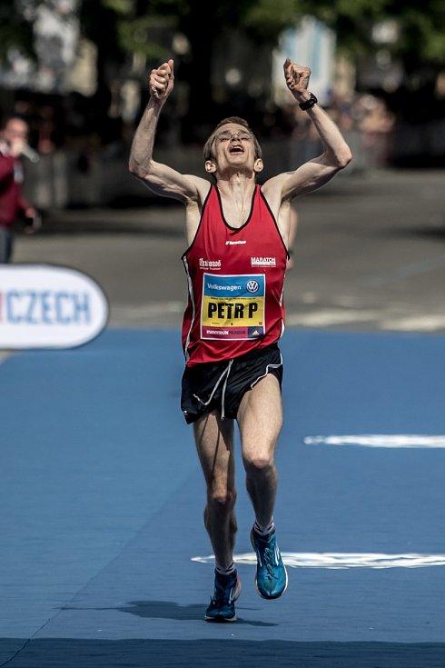 Pražský maraton se uskutečnil 7. května v Praze. Na snímku první Čech Petr Pechek.