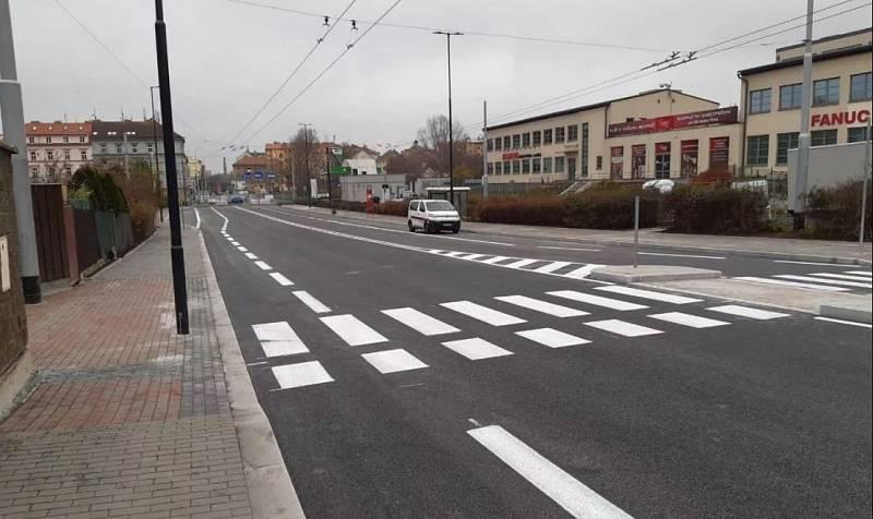 Opravená část Prosecké ulice.