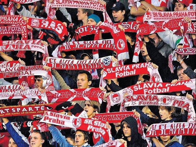 DNES TO VYPUKNE. Příznivci fotbalové Slavie se dočkali. Dnešním duelem se Steauou Bukurešť vstupuje jejich klub do prestižní Ligy mistrů.