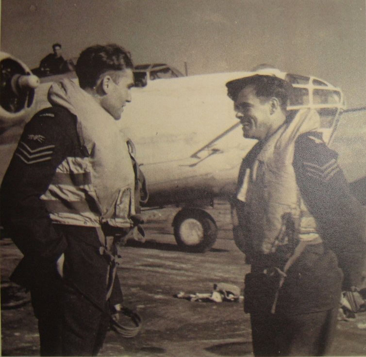 Jiří Pavel Kafka (vlevo) v RAF.