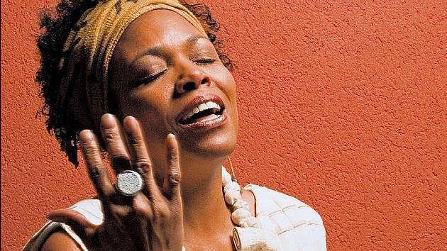 Americká zpěvačka Dee Dee Bridgewater nalezla svoje kořeny na Mali.