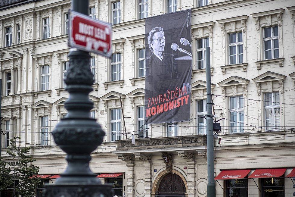 70. výročí procesu s Miladou Horákovou připomínají plakáty na pražských budovách. Na snímku FAMU.