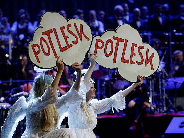 Kapela tělesně postižených hudebníků z Jedličkova ústavu The Tap Tap vystoupila v pondělí 5. prosince 2011 na Mikulášském koncertě ve Státní opeře v Praze se svými hosty.