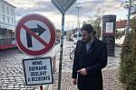 Pražský radní pro dopravu Adam Scheinherr (Praha sobě) prosí řidiče, aby ještě o dva dny navíc nejezdili na Malou Stranu.