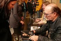 Petr Janda v úterý v pražském knihkupectví Luxor představil svoji autobiografickou knihu Dávno.