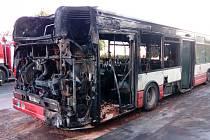 Vyhořelý autobus v pražských Jinonicích
