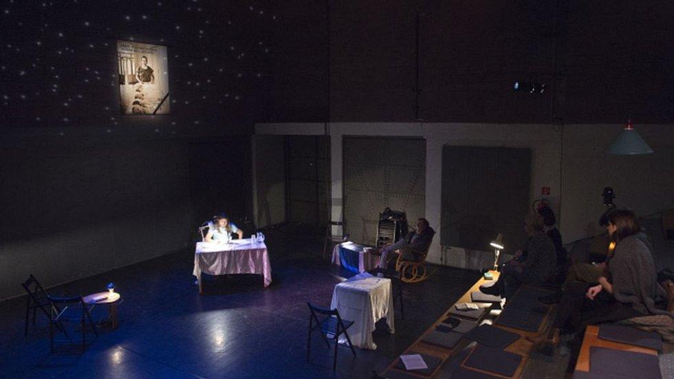 Čtení z Havla v pražském divadle Alfréd ve dvoře.
