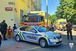 Záchranáři odvezli do nemocnic tři lidi, jeden muž zemřel na místě.