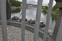 Neznámý řidič v noci na středu 23. září 2015 prorazil část zábradlí na mostě Legií v centru Prahy. Zábradlí bylo rychle provizorně opraveno.