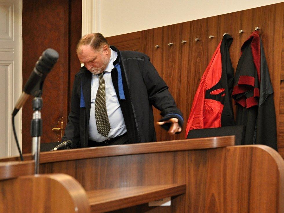 Bez účasti obžalovaného lobbisty Marka Dalíka dospěla u Městského soudu v Praze do finále kauza údajné korupce při nákupu obrněných transportérů Pandur pro českou armádu. Na snímku advokát Tomáš Sokol.