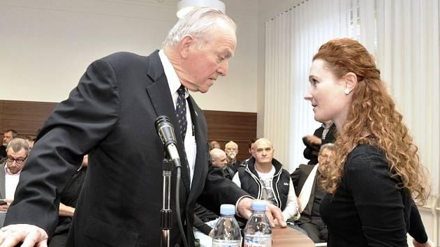 Z hlavního líčení v případu údajné korupce při nákupu vozů Tatra pro českou armádu. Obžalováni byli bývalý ministr obrany Martin Barták a zbrojař Michal Smrž.