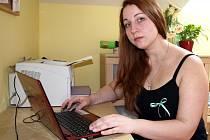Yuliia Lapina zůstává v kontaktu se svou rodnou zemí hlavně po internetu. Sleduje, co se děje s jejími kamarády na Majdanu.