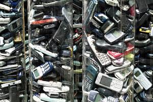 Sběr starých mobilů