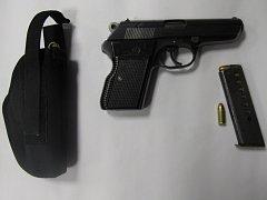 Odcizená legálně držená pistole.