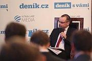 Setkání s primátorem Zdeňkem Hřibem. Debatu moderuje šéfredaktor Deníku Tomáš Skřivánek.