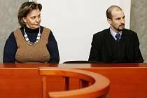POROD NENÍ NEMOC. Ředitelka Porodního domu U čápa Zuzana Štromerová a její advokát Štěpán Holub během vyhlášení rozsudku