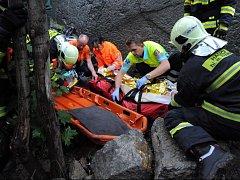 Transport zraněné osoby v Hlubočepích