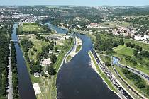 Nová vodní linka by měla být podle plánů zhotovitelů zasypaná zeminou. To je však v konfliktu s projektem na revitalizaci celého Císařského ostrova (vizualizace), který počítá s tím, že bude nad zemí.