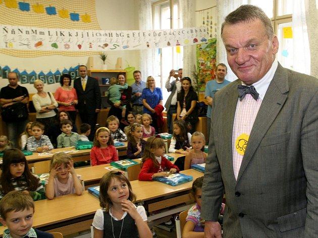 Primátor Bohuslav Svoboda návštívil v pondělí 3.září Fakultní základní školu PedF UK na Praze 2.