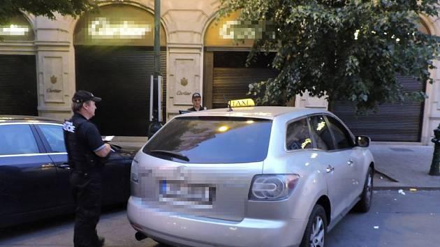 Taxikáři byl vysloven zákaz činnosti. Přesto v ní pokračoval dál