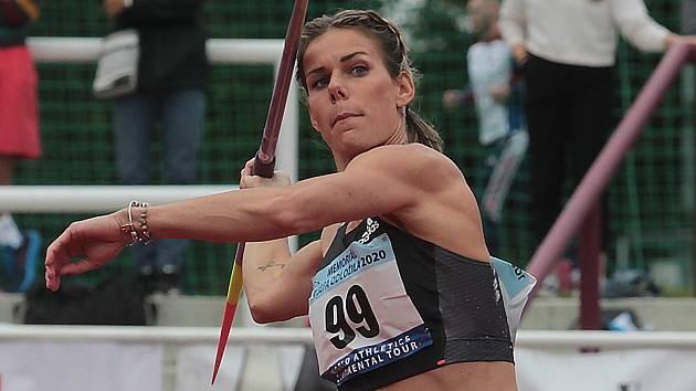 Zaskvěla se. Nikola Ogrodníková hodila na Julisce oštěpem do vzdálenosti 64,22 metru.
