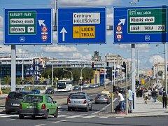 Do obou garáží budou auta vjíždět z ulice Milady Horákové, na Letné bude vjezd umístěn proti ulici U Sparty.