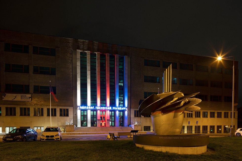Národní technické muzeum nasvícené 17. 11. 2020.