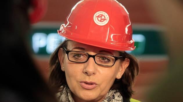 Primátorka Adriana Krnáčová při projížďce novými stanicemi metra A.