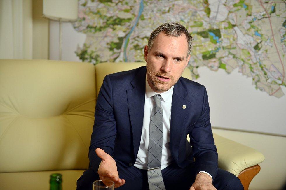 Pražský primátor Zdeněk Hříb poskytl 3. prosince 2019 rozhovor Deníku.