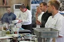 Špičky mezi kuchaři vařily v Pražském kulinářském institutu.