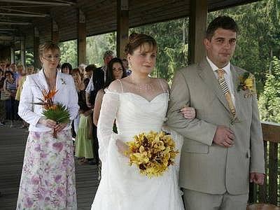 VÝZNAMNÝ ŽIVOTNÍ KROK. Manželské ano si v pražské zoo řekl další pár snoubenců.