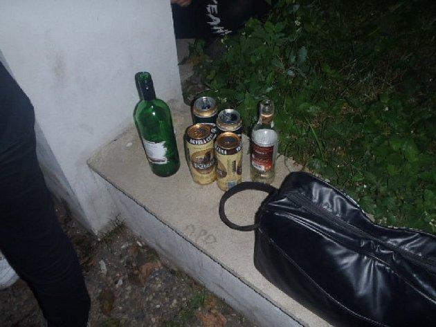 Tři z pěti mladých pijanů museli do nemocnice